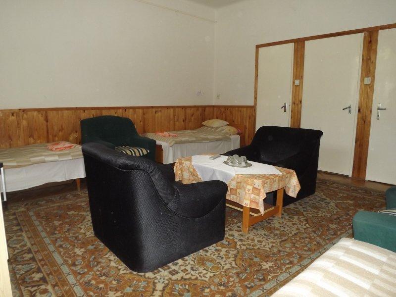 SzennA Épület háromágyas szoba