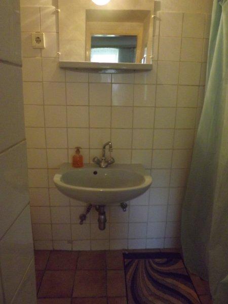 SzennA Épület négyágyas szoba fürdőszobája